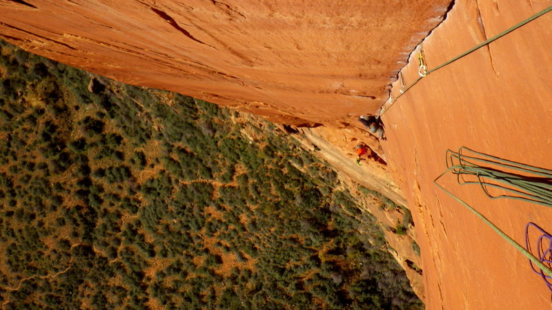 Greg Troutman climbing the splitter perfect fingers on P4