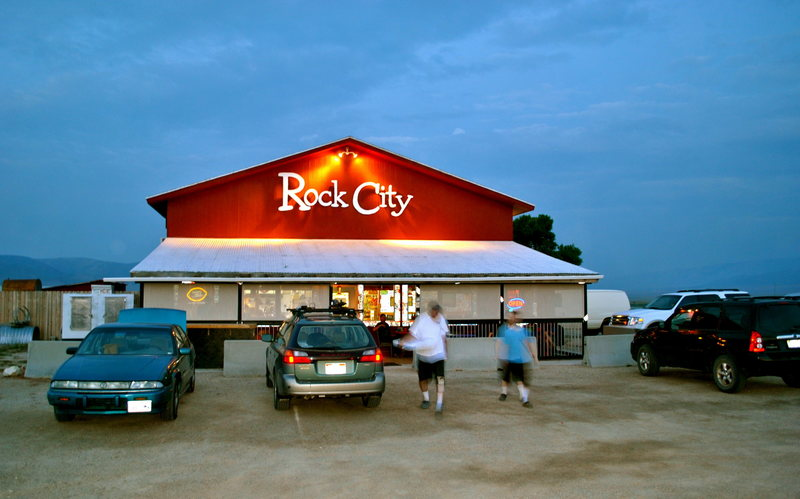 Fast, get this pizza home before it gets cold.<br> <br> Everybody loves the 'Rock City'.