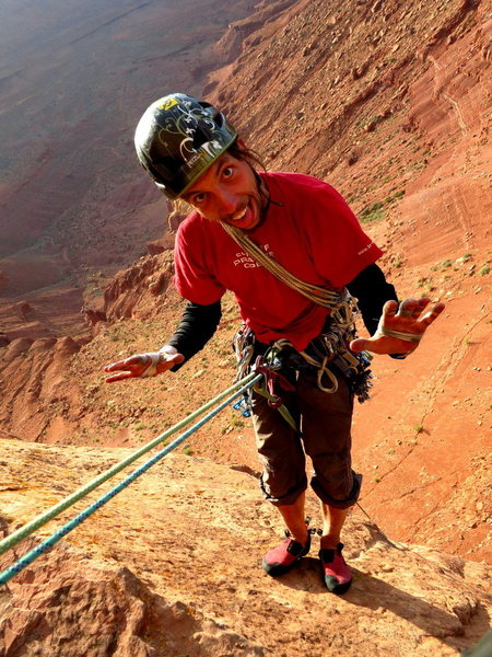 Martin goes hands-free on the first Castleton rap.<br> <br> Backed up off the belay loop with a friction hitch. No device extension.