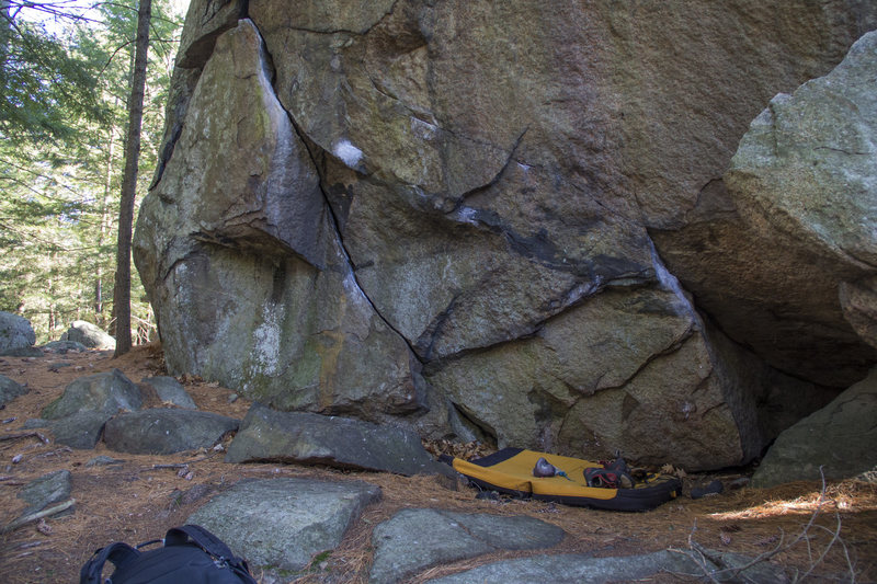 Rock Climbing Photo: Sauce starts to the right, traverses into the flak...