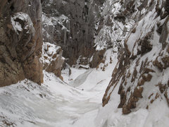 Rock Climbing Photo: very narrow near the top, early season
