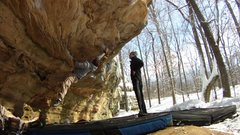 Rock Climbing Photo: Me bouldering Standard at Giant City (v4)