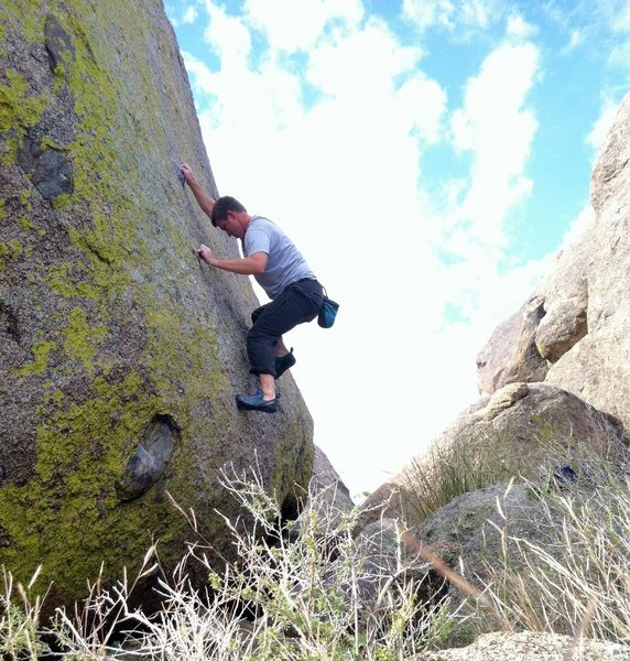 Rock Climbing Photo: Bouldering the V2 highball problem at U-Mound.
