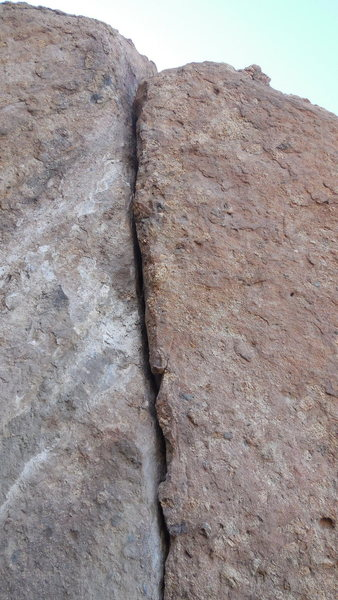 Rock Climbing Photo: Looking up into the steep crack below the north en...