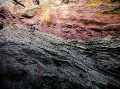 Rock Climbing Photo: Eddie beginning the P1 traverse. Easy going but no...