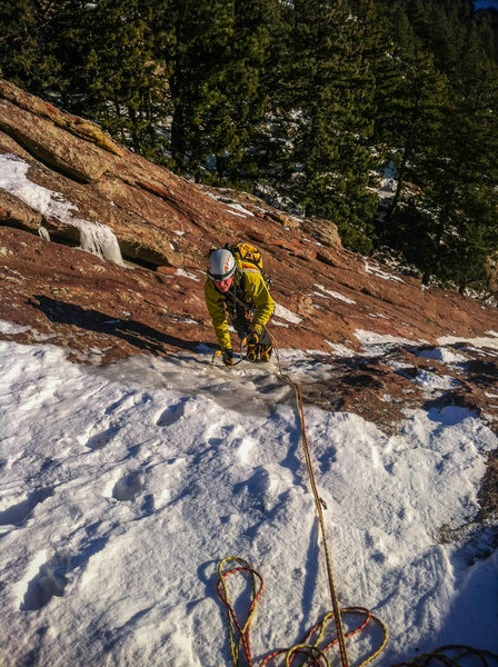 Rock Climbing Photo: Eddie finishing up the fun first pitch in mid-Dece...
