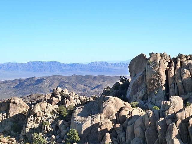 Rock Climbing Photo: Fraggle Rock from the west, Joshua Tree NP