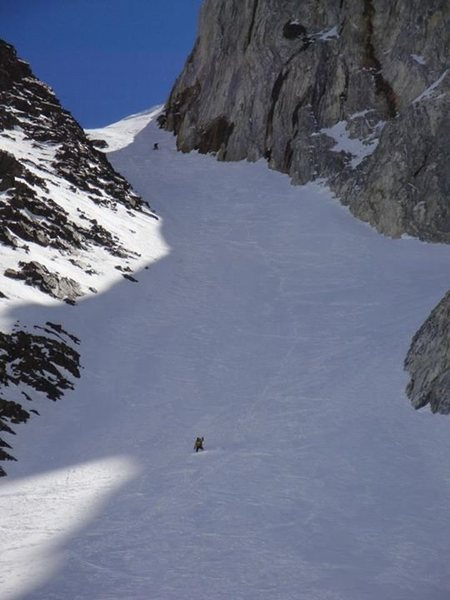 Kindergarten Gully. A snowboarder and skier enjoying a spring descent.