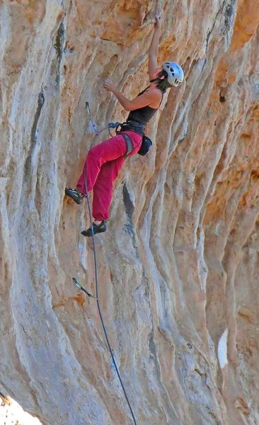 Alison heads up for some tufa climbing<br> Couples Fear Factor   (5.11)