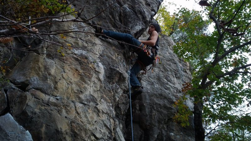 Rock Climbing Photo: Kevin down low on Vallee Daze