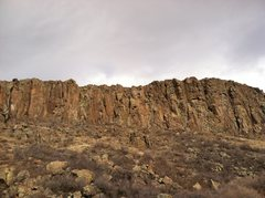 Rock Climbing Photo: Winterfest Wall (left) and Hot Spot/Cold Shuts (mi...