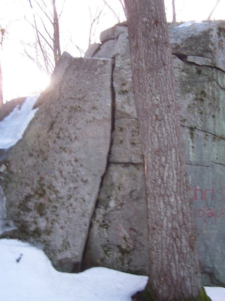This is a nice but short crack in the boulder next to the largest one.