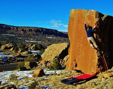 Rock Climbing Photo: Sticking the crucial, left hand sidepull on Cyclop...