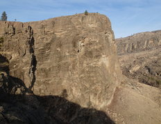 Rock Climbing Photo: View of the south end of the SE Buttress from the ...