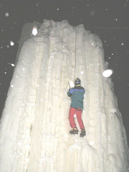 Rock Climbing Photo: Juggler up on the new ice tonight. Clear cold skie...