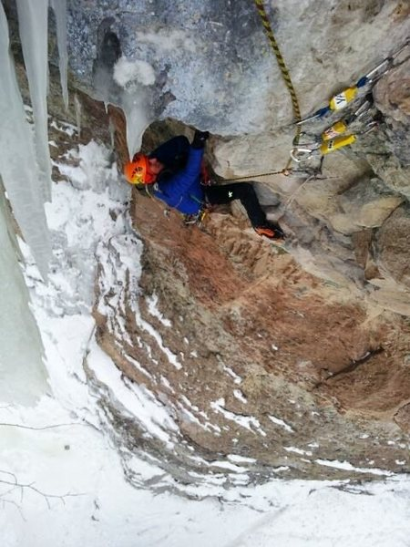 Rock Climbing Photo: Glen turning the ledge.