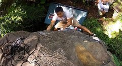 Rock Climbing Photo: Nuuanu warmup boulder, V0