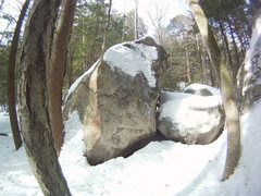 Rock Climbing Photo: Hobbit Hole. The crack is filled with ice.