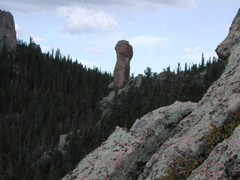 A short pinnacle visible from Bear Creek Rd. which is on the west side of the largest fin.