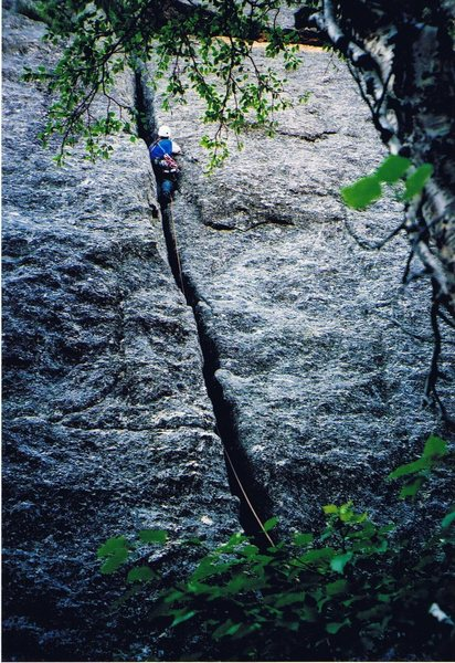 Paul Anderson leading the first ascent of Sgt Klemmer.