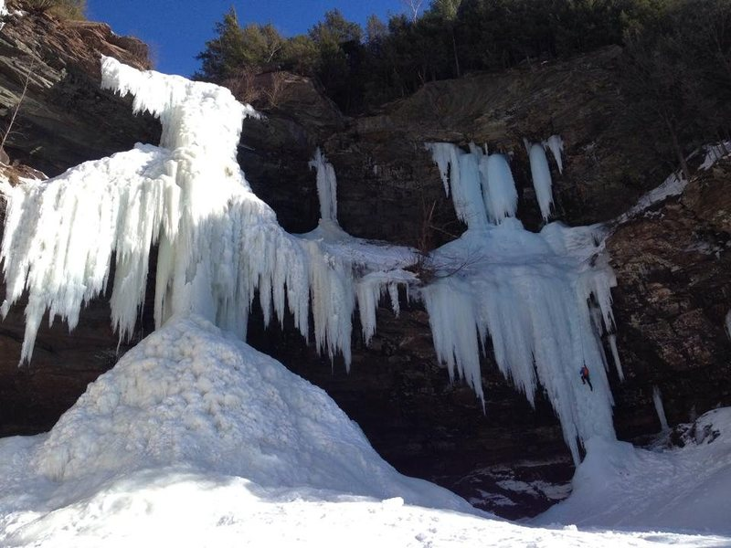 Kaaterskill Falls (left) and Gotliebs Roof (right). Photo credit: James Tullos.
