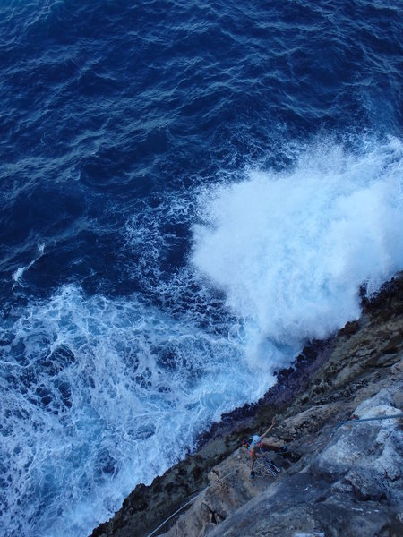 Rock Climbing Photo: Hilary belaying as a wave crashes into the whirlpo...