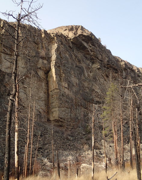 The middle section of the east face of The Lower Crag.