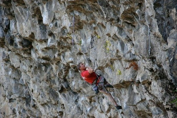 Rock Climbing Photo: Mike Arechiga on,Fugitive.5.13a