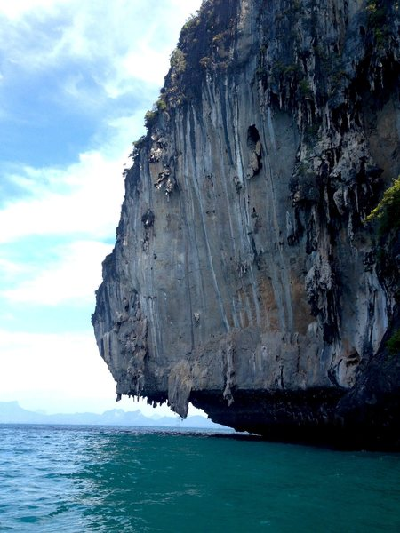 Deep water soloing cliff near Tonsai