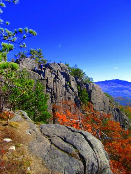 Easy 10 minute hike leads to this cliff, do not be tricked by the two false peaks you pass along the way. <br> <br> If you're lucky: on Sunday's when the weather is nice you can catch a group of women hiking up their Harp's to play to the Adirondacks mountains.