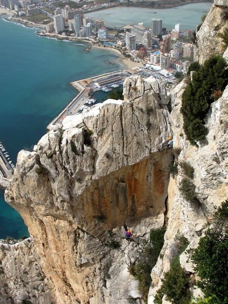 Chris Perkins leads the final technical pitch on Diedra UBSA, Calpe Spain.  Photo by José Ortega.