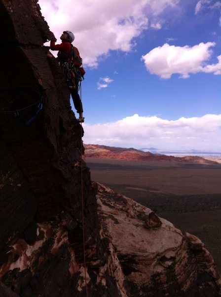 Rock Climbing Photo: JH leading P4, just after the right traverse acros...