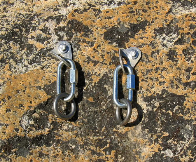 Rock Climbing Photo: Solid bolted anchor with rap rings