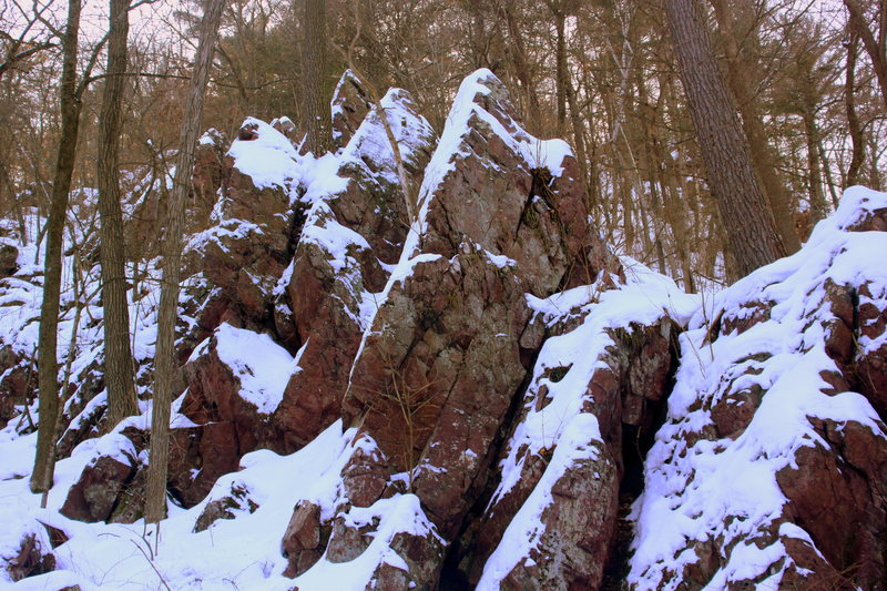 The ridgeline of the Aiguilles du Wiedman.