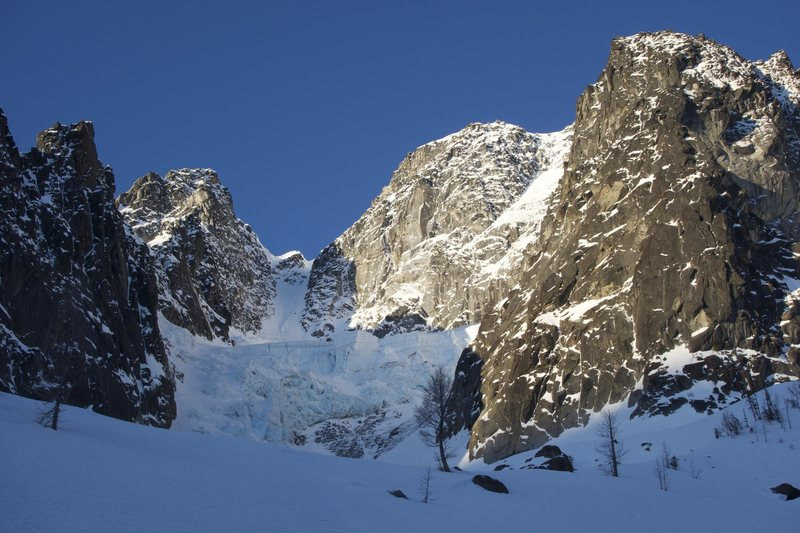 Looking up the Ice Cliff Glacier from below the moraine