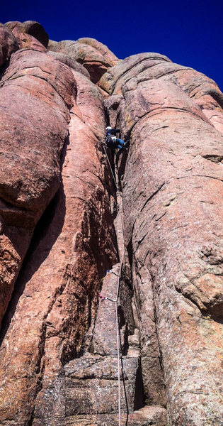Rock Climbing Photo: Eddie staring down the crux on P1 of Stewart's Cra...