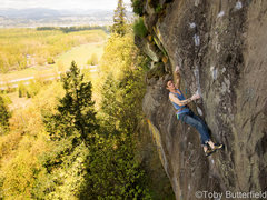 Eric on the boulder problem. <br /> <br /><a href='http://www.flickr.com/photos/tobybutterfield' target='_blank' rel='nofollow' >flickr.com/photos/tobybutterfi...</a> <br /><a href='http://instagram.com/baodehui' target='_blank' rel='nofollow' >instagram.com/baodehui</a>