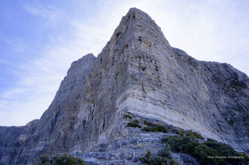 Rock Climbing Photo: Looking up at Pitches 4-6 of La Fin du Mundu