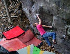 Rock Climbing Photo: The start traverse into Keymaker or Split Key Soup...