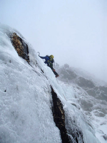 Rock Climbing Photo: Tuckerman Ravine Headwall, getting after the early...