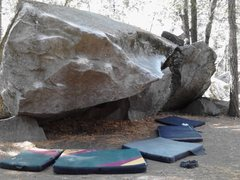 Rock Climbing Photo: Picture of Kevin's Traverse, Unnamed V3, and the v...