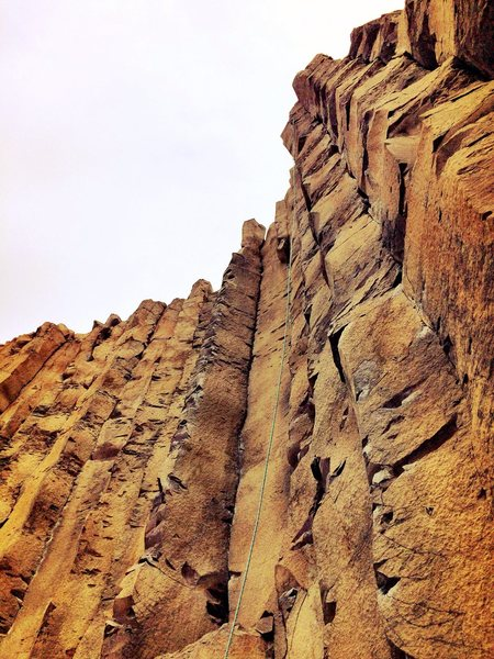 """The coulee gem, """"mix it up""""... Fixed rope gives and idea of the steepness up top. So cool to manage the pump down low and score an overhanging jug haul to the chains!"""