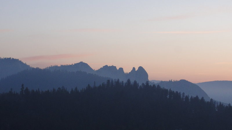 Rock Climbing Photo: The Needles at dawn as seen from Dome Rock.