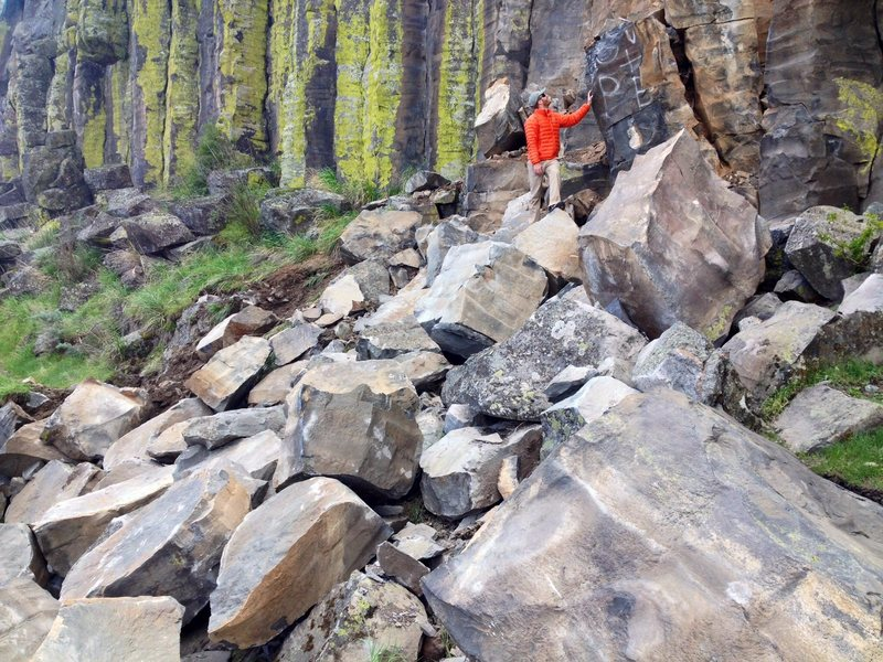 A good portion of the Green Acres wall collapsed this morning. The rockfall sent car sized boulders and talus all the way down to the river.
