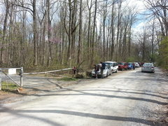 Rock Climbing Photo: Gate and parking area long Ravens Rock Road. Appro...