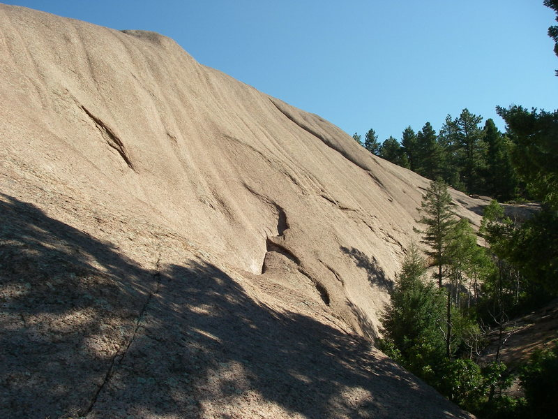 Rock Climbing Photo: The South face of lower Split Rock. Howler is to t...