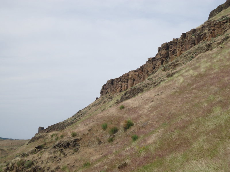 Rock Climbing Photo: The cliff band seen from the approach trail