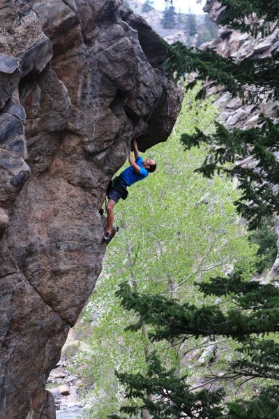 Finishing up the stunning prow of <em>I Don't Know What Its Called, I Just Know The Sound It Makes When It Takes A Man's Life (aka Beretta)</em>, 5.14b.<br> <br> Photo: Mike Anderson.