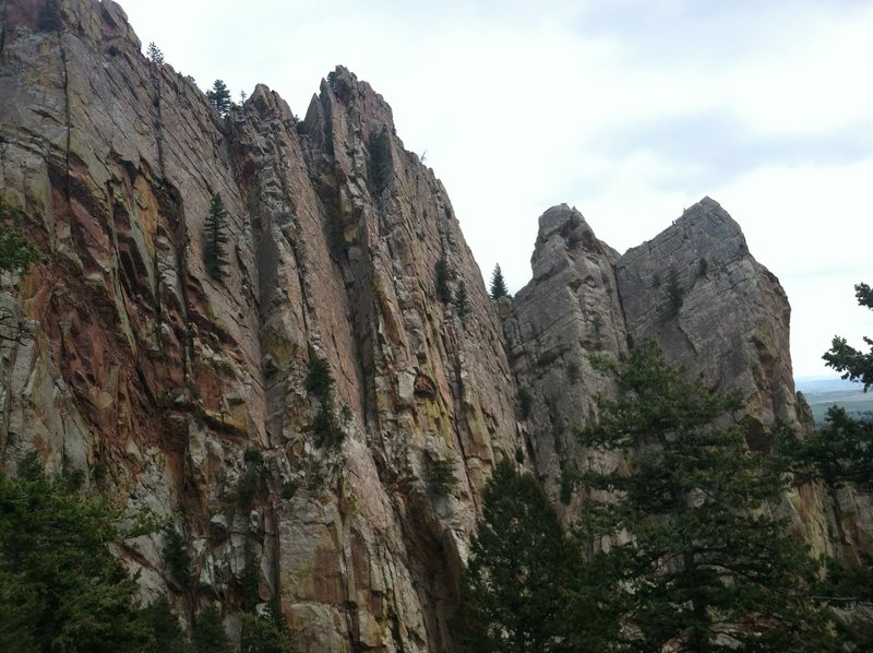 Rock Climbing Photo: Redgarden Wall from the Notch above Handcracker Di...