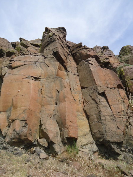 Rock Climbing Photo: Trapped in the corner ascends the twin cracks in t...